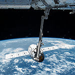 ISS043E124426 (04/17/2015) --- The Canadarm2 robotic arm grapples the SpaceX Dragon CRS-6 cargo spacecraft before attaching it to the International Space Station. Robotics officers at Mission Control Houston installed the vehicle to the Earth-facing port of the Harmony module. Emptied of its cargo Dragon is set to return to Earth on May 21.